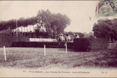 Carte postale - Course d'obstacle au champ de course de Colombes.