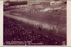 Carte postale des Jeux Olympique 1924 - Défilé de l'équipe de france.