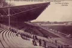 Carte postale Stade Olympique de Colombes - Tribune d'honneur, piste et arrivée.