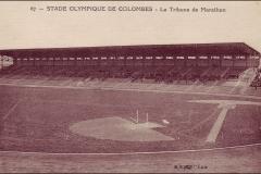Carte postale Stade Olympique de Colombes - La tribune de marathon.