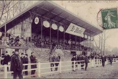 Carte postale - La tribune du stade du Matin.