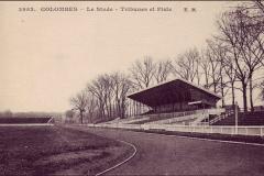 Carte postale - Tribunes et piste du stade de Colombes.
